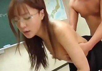 Manami Suzuki is pumped in the classroom - 10 min