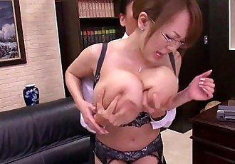 亚洲 与 巨大的 胸部 - freexcamnet - 5 min