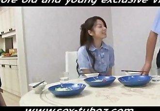 爸爸 他媽的 女兒 最好的 朋友 免費的 色情 28: 年輕的 代詞 年輕的 色情 - wwwsextubezcom - 8 min