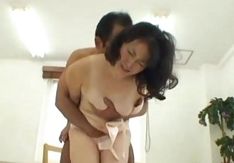 Milf Getting Her Hairy Pussy Licked Stimulated With Vibrator By Her Husband On T - 9 min