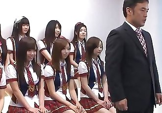 日本 女學生 做 一些 淘氣 的東西 在 的 偶像 C