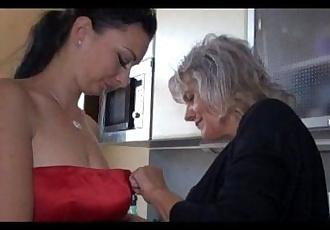 Sexy mature fuck brunette girl - 5 min