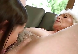 21Sextreme Teen is Muff-Diving Grannys Box