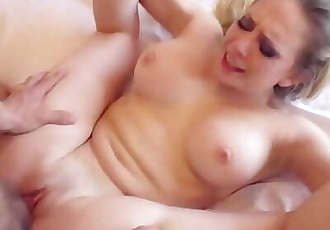 Nacho Cumming Deep inside her