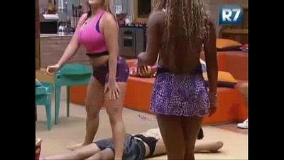 A Fazenda de Verão - Karine e Ísis dançando funk para Halan - 1 min 3 sec