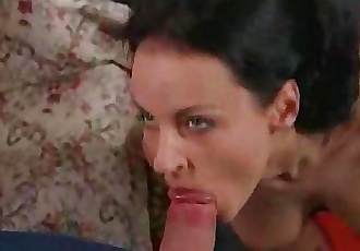 Hungarian hot snatch babe takes it anally