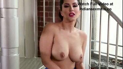 Sunny Leone Sex Videos in Sexy Blue Skirt - - 4 min