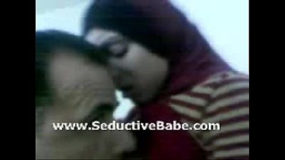 Pakistani beauty smooches and gives blowjob secretly - 3 min