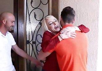 Naughty Girlfriend Sierra Nicole Opens Her Wet Cooze For Boyfriends Papa