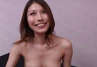Japanese hottie give head to a freak - 3 min