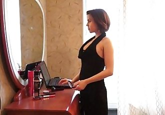 Young CourtesansTeen courtesan knows her jobHD