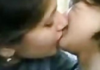PAKISTANI - Sialkot Collage Girls kissing