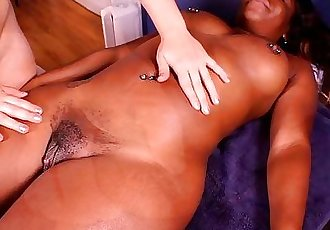 BP192-Harmonie Marquise massage big ebony clit - 2 min HD