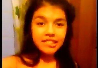 chika virgen por primera ves se desnuda en camara - 1 min 27 sec
