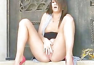 Teen Kristin Masturbates outside til she cums