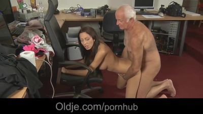 Cleaning girl is cleaning the dick of her old patron