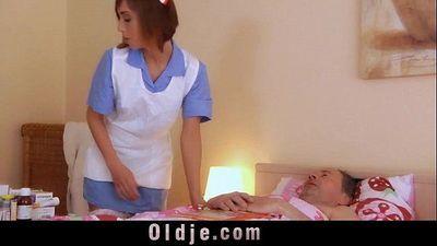 若 看護師 得 obscen - fucks 彼女の 古 pacienthd