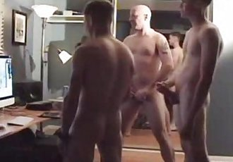 Exposed straight guys. More videos: LadoSensible.blogspot.com