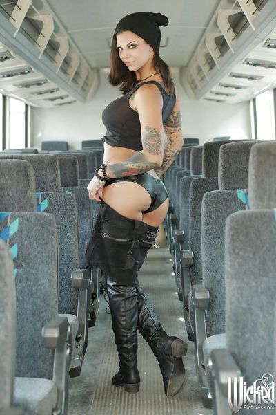 Milf pornstar babe with sexy tattoos Bonnie Rotten poses in boots