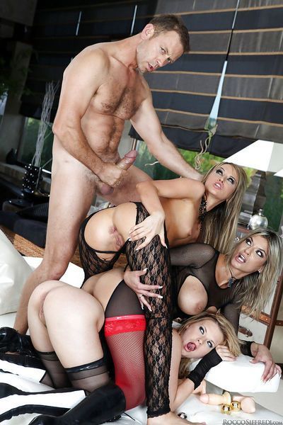 Slutty chick Tara White is into hardcore anal foursome with her friends
