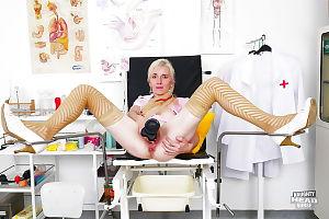 Reifen Krankenschwester Mit Anal gape Schuppen uniform vor liebäugelt Haarige Vagina - Teil 2