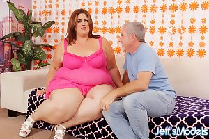 SSBBW Erin Green facesitting & getting cum on chin after giving titjob