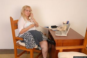 Génial blanchi Anne est se masturber Son Vagin dans Avant webcam