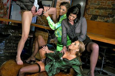 Lecherous lassies have a wet groupsex with well-hung guys - part 2