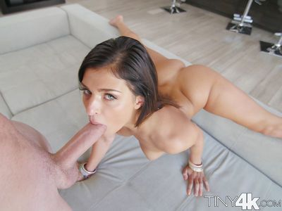 Flexible hottie Leah Gotti doing the splits while sucking a cock
