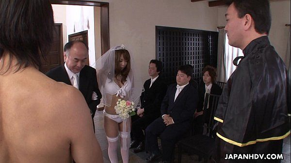 During her wedding she has to suck on a hard wiener HD+