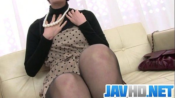 Saoris Busy With Her Vibrator On Her MILF Pussy