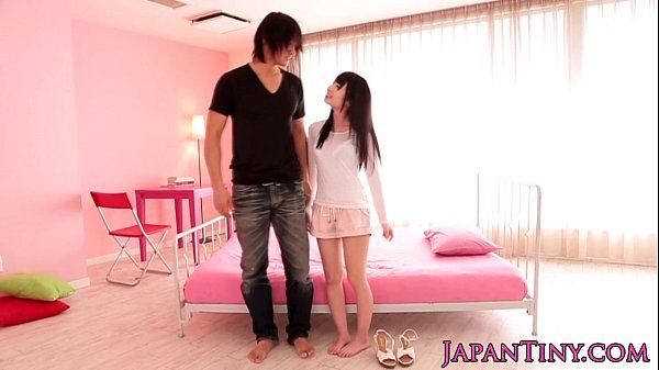 Small Yumeno Aika takes soapy bath HD