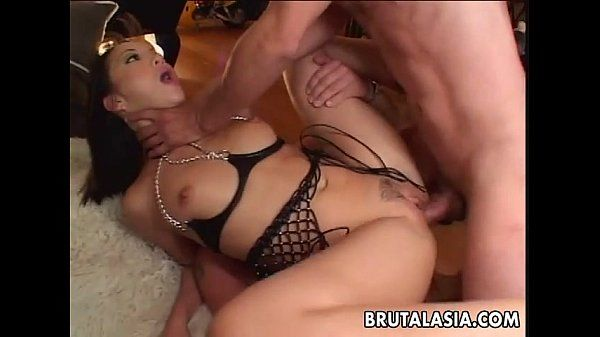 Asian skank gets to be threesome double penetrated