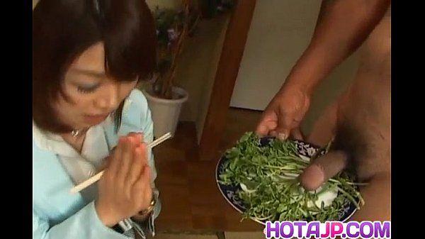 Mitsu Anno Consigue polla deepthroat y Cum en boca en La comida Fetiche