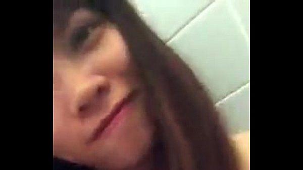 Girl Việt tại Nhật tự sướng trong WC.MP4