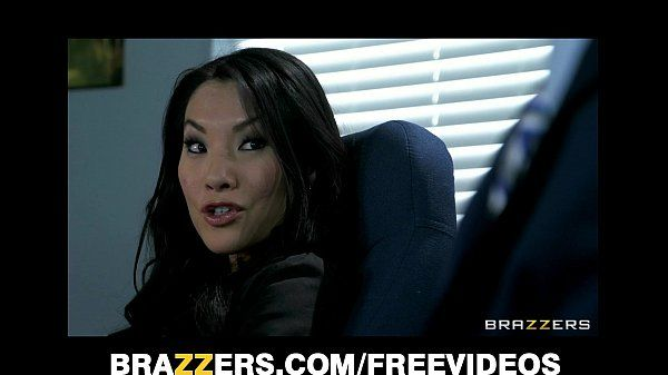 Office assistant Asa Akira shows her boss her flexibility HD