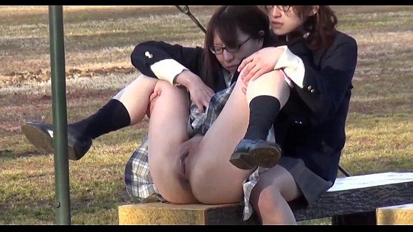 Japanese teen schoolgirl pissing 01