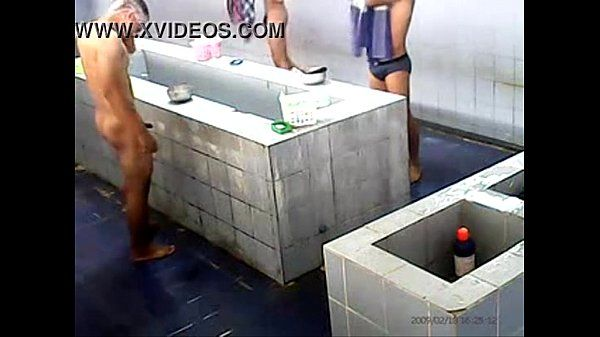 lek ficando de pau duro na hora do banho