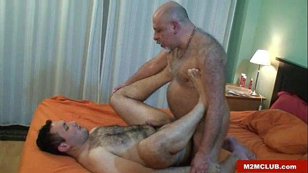Horny daddy bear barebacking