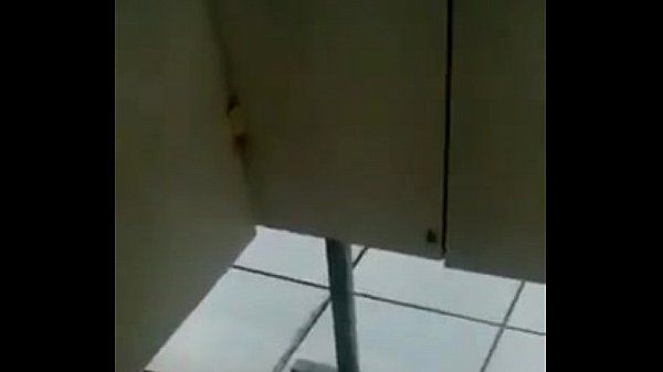 Chupando no banheirão