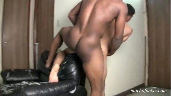Macho hetero cogiendo a putito tragon