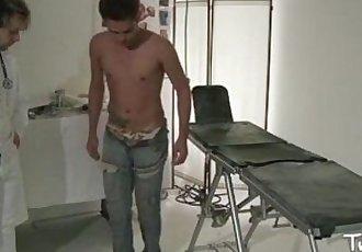 Paciente fistado a força pelo médico