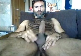 Delicious hairy daddy cumming