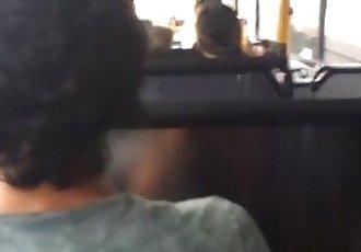 Estranho esfrega meu pau em publico-Stranger rubs my boner in public