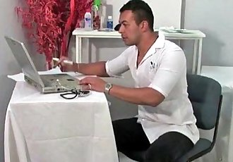 Medico latino gay