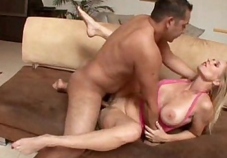 Mom knows how to best serve boys - 20 min