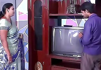 Desi Aunty Romance with cable boy 6 min