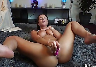 Hot Rahyndee James solo pussy play masturbation