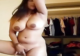 Chubby Milf Bhabhi showing Boobs and Pussy