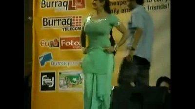 Paki Booby Stage Acctress Saima Khan shaking big boobs on stage - 6 sec